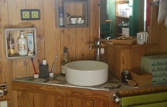 Terre et bois pour une salle d'eau